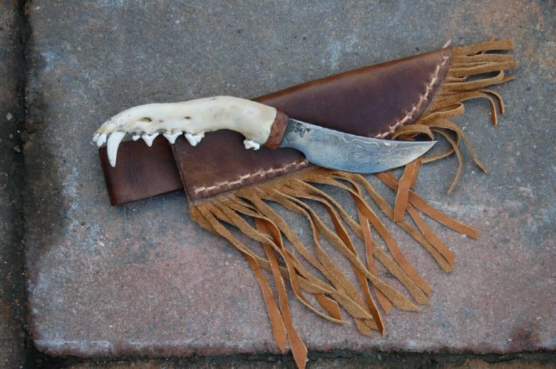 couteau machoire coyote